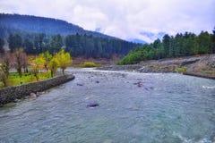 Sindhrivier in Himalayagebergte royalty-vrije stock fotografie