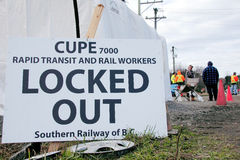 Sindicalistas del Local 7000 de CUPE cerradas hacia fuera Imagen de archivo libre de regalías