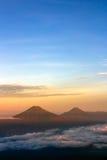 Sindoro - Sumbing berg Royaltyfri Fotografi