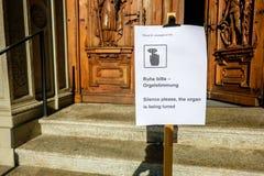 Sing anzeigend, dass ein Organ abgestimmte Luzerne ist, die Schweiz stockfotos