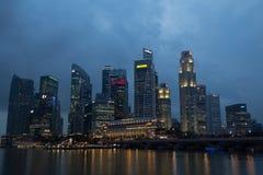 Singapore - 02 20, 2012: Citiscape för nattMarinafjärd Royaltyfri Foto