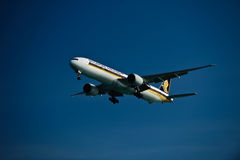 Singapore Airline 777-300ER on Final Royalty Free Stock Photography