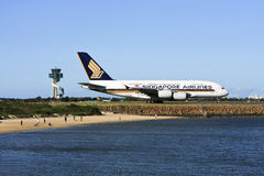 Singapore Airlines Airbus A380 auf der Laufbahn. Lizenzfreies Stockbild