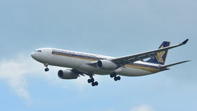 Singapore Airlines Airbus A330 aircraft landing at Changi Airport Stock Images