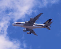 Singapore Airlines Airbus 380 en acercamiento Imagen de archivo