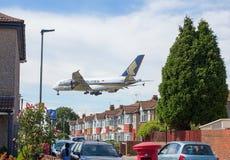 Singapore Airlines Airbus A380 en acercamiento al aeropuerto de Heathrow Imágenes de archivo libres de regalías
