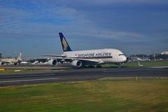 Singapore Airlines Airbus A380 na pista de decolagem em Sydney Airport Foto de Stock