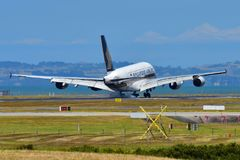 Singapore Airlines Airbus A380 super jumbo landing at Auckland International Airport. AUCKLAND, NEW ZEALAND - DECEMBER 17: Singapore Airlines Airbus A380 super Royalty Free Stock Images
