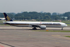 Singapore Airlines Boeing 777 royaltyfri bild