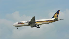 Singapore Airlines Boeing 777 landing at Changi Airport Royalty Free Stock Images