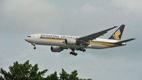 Singapore Airlines Boeing 777 landing at Changi Airport Royalty Free Stock Photography