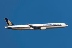 Singapore Airlines Boeing 777-312 9V-SYF departing Melbourne International Airport. Royalty Free Stock Images