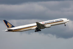 Singapore Airlines Boeing 777-312 9V-SYH departing Melbourne International Airport. Royalty Free Stock Photo
