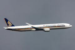 Singapore Airlines Boeing 777-312 9V-SYI departing Melbourne International Airport. Royalty Free Stock Images