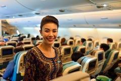 Singapore Airlines förser med besättning Arkivbilder