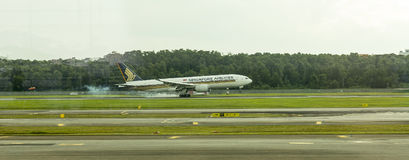 Singapore Airlines airplane landing Royalty Free Stock Photo