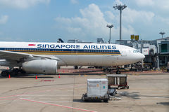 Singapore Airlines-Luchtbus in de luchthaven Royalty-vrije Stock Foto's