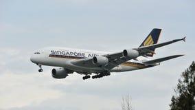 Singapore Airlines-Luchtbus A380 het super jumbo landen bij Changi Luchthaven Stock Afbeeldingen