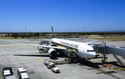 Singapore Airlines plane loading cargo Stock Images