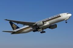 Singapore Airlines saca Fotografía de archivo libre de regalías