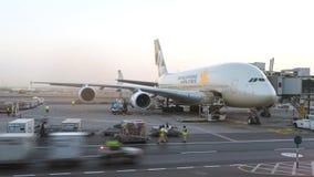Singapore Airlines A380 samolot utrzymuje przy lotniskiem Konceptualny artykuł wstępny Zdjęcia Stock