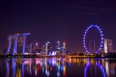 Singapore alla notte ed alla riflessione Fotografia Stock Libera da Diritti