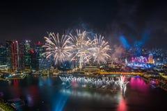 Singapore 50 anni di festa nazionale di prova generale del porticciolo di fuochi d'artificio della baia Immagini Stock Libere da Diritti