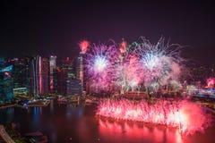Singapore 50 anni di festa nazionale di prova generale del porticciolo di fuochi d'artificio della baia Fotografia Stock Libera da Diritti