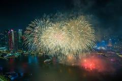 Singapore 50 anni di festa nazionale di prova generale del porticciolo di fuochi d'artificio della baia Fotografie Stock Libere da Diritti