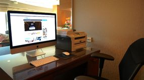 SINGAPORE - APR 2nd 2015: Computer on the table in a Business Center at a luxury hotel.  Royalty Free Stock Photos