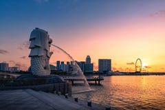 SINGAPORE-APRIL 30日2018年:Merlion在Merlion同水准的雕象喷泉 免版税库存照片