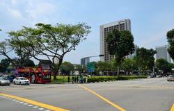 Singapore - April 28, 2014: De wegkruising van Victoria Street en Ophir- stock foto