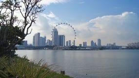 SINGAPORE - APRIL 2nd 2015: Flyg- sikt av den Singapore reklamblad- och gropgränden av det tävlings- spåret för formel en på Mari Royaltyfri Bild
