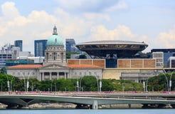 Singapore-13 april 2019: Oude Hooggerechtshof en National Gallerymening in Singapore stock foto