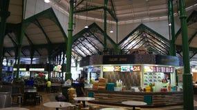 SINGAPORE - APRIL 3rd, 2015: Lau Pa Sat Festival Market var förr bekant som den Telok Ayer marknaden - nu är den ett populärt Arkivfoton
