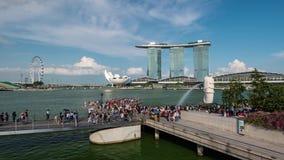 Singapore, Singapore - 29 aprile 2018: Lasso di tempo dell'attrazione turistica di Marina Bay, Singapore video d archivio