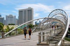 Singapore 13 APRILE 2019: Posto dell'attrazione turistica del ponte dell'elica nella baia del porticciolo, Singapore immagine stock
