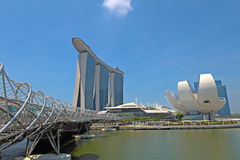 Singapore ArtScience Museum, Double Helix Bridge and Marina Bay. SINGAPORE - APRIL 23:  Marina Bay Sands is billed as the world's most expensive standalone Royalty Free Stock Photos