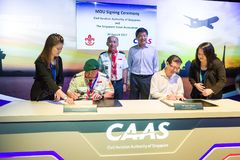 MOU signing ceremony at Aviation Open House. Singapore, 24 August 2017: Minister Ng Chee Meng at the Memorandum of Understanding signing ceremony between Stock Photography
