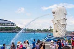 Singapore-Augusti 15, 2016 den Merlion springbrunnen i Singapore royaltyfri foto