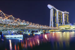 SINGAPORE - AUGUSTUS 04, 2012: De Schroefbrug, het zand van de Jachthavenbaai Royalty-vrije Stock Fotografie