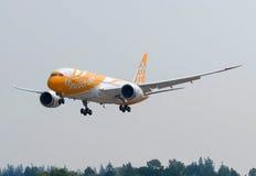 Singapore baserade skottet för sidan för Scoot Airlines Boeing 787-8 dreamliner` s Royaltyfria Bilder