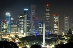 Singapore bij nacht Stock Afbeeldingen