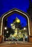 Singapore: Blauw die uur van Masjid Sultan Singapura Mosque wordt geschoten Stock Foto's