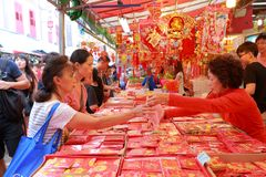 Singapore Chinatown Chinese Lunar New Year shoppin Stock Photos