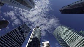 Singapore - CIRCA April 2012: Bank- och reklamfilmbyggnader i området för central affär - Timelapse stock video