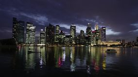 SINGAPORE - CIRCA April 2012: het gelijk maken timelapse van Stadshorizon stock video