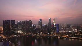 Singapore - CIRCA Maart 2012: mening van de stad van Singapore van dak van Marina Bay Sands stock videobeelden