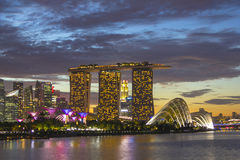Singapore cityscape på solnedgångskymninghimmel Royaltyfria Foton