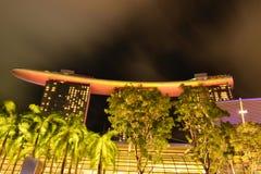 Singapore in de nacht stock afbeelding